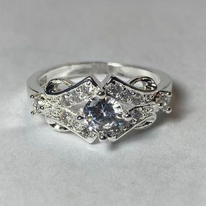 Jewelry - 💎Unique Diamond Ring